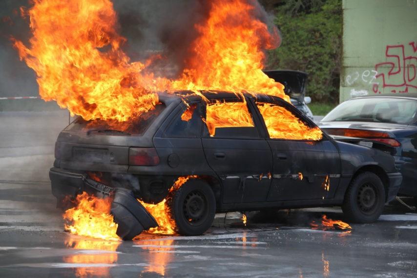 voiture-feu-incendie-fotolia-854x570